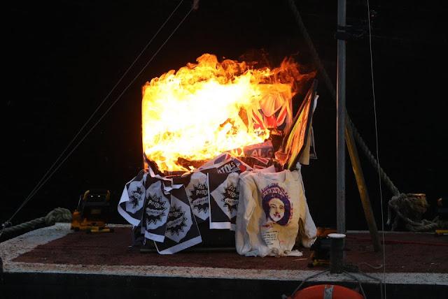 memorabilia punk queimando