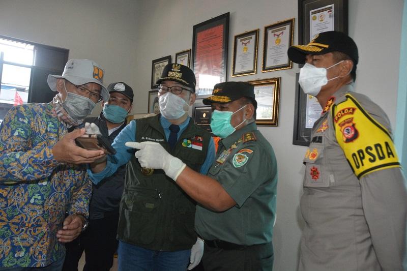 Pangdam III/ Siliwangi Bersama Gubernur Dan Kapolda Kunjungi Lokasi Banjir Di Baleendah