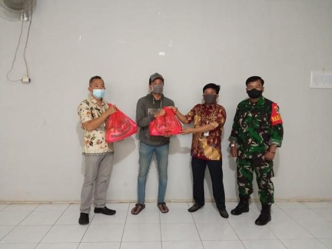 Bantuan Sembako Buat 14 Warga Isolasi Mandiri di Mekarjaya