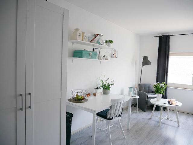 Tips tricks een kamer van 21m2 inrichten als woon en slaapkamer the budget life low - Kamer van water m ...