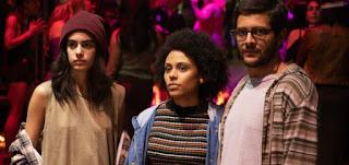 Os protagonistas de Todxs Nós, Clara Gallo, Juliana Gerais e Kelner Macêdo, em cena da série da HBO