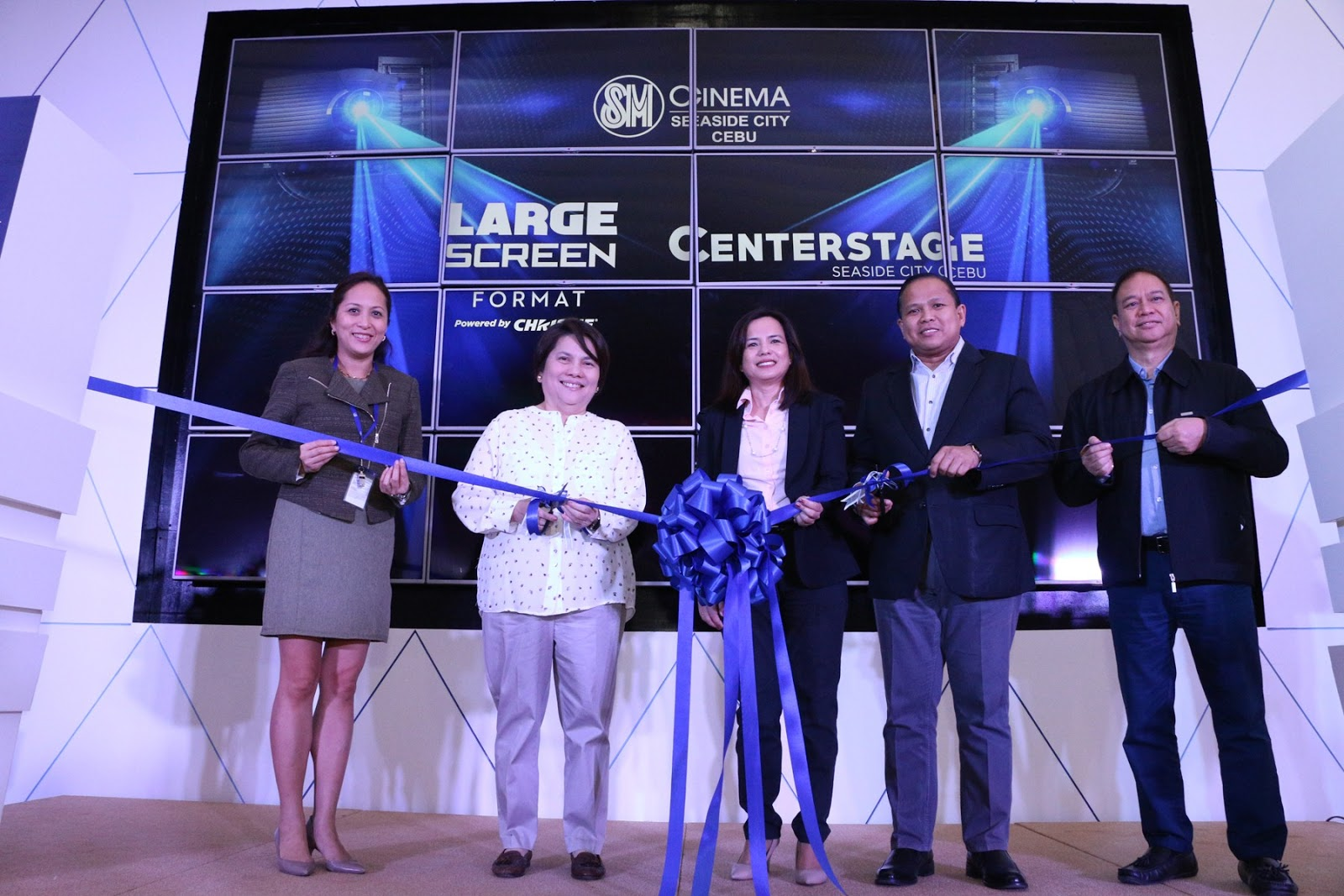 SM Seaside City Cebu's Center Stage Now Open!