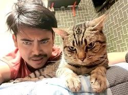 Penasaran Apa Yang Dilakukan Kucing Nya di Malam hari Pria Ini Sengaja Memasang Kamera Saat Tidur, Hasil nya ?