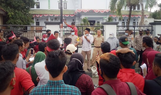 Demo di DPRD Kota Bima, Massa Aksi LMND Pertanyakan Transparansi Penggunaan Anggaran Covid19