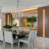 Sala de jantar com painel de madeira espelhado e iluminado!