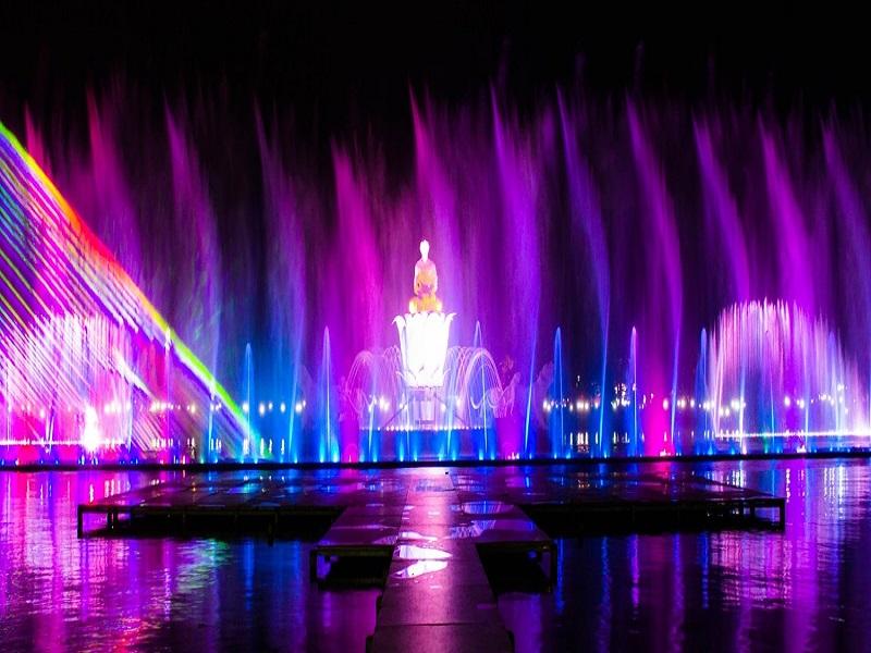 Indahnya Air Mancur Sri Baduga Purwakarta pada Malam Hari