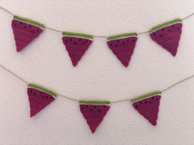 DIY-Basteltipp für eine gehäkelte Wassermelonen-Girlande von Ars Vera