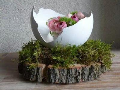 decora la pasqua con guscio di uova e trancio di legno