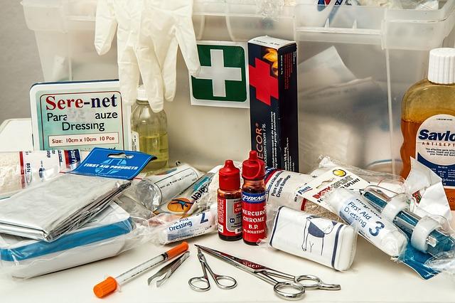 प्राथमिक चिकित्सा किट का कम से कम उपकरण