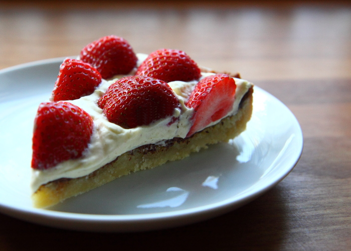 Alletiders Kogebog Jordbærtærte the big meowski: jordbærtærte - en sommerklassiker