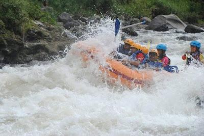 http://mandiriransel.blogspot.co.id/2016/01/asyiknya-refting-di-sungai-serayu.html