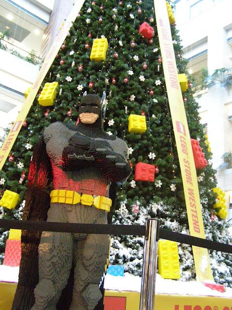 un pom de craciun si un Batman din Lego, nu sunt niciodata o idee proasta