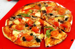 Pineapple and Capsicum Pizza with Tomatoes and Mushrooms