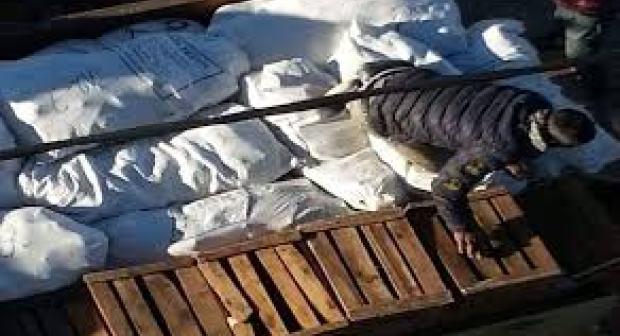 إحباط تهريب أطنان الملابس المهربة محملة على متن شاحنة من الحجم الكبير بتيزنيت