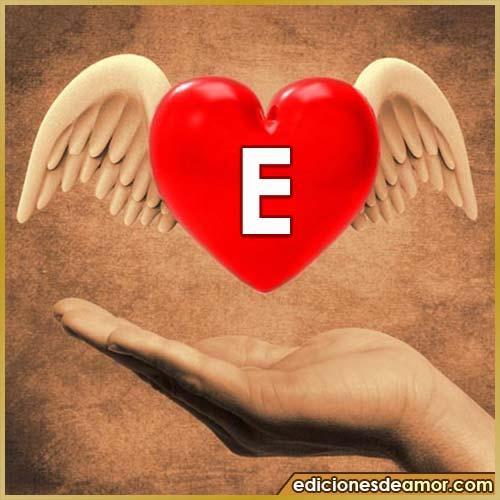 corazón con alas con letra E