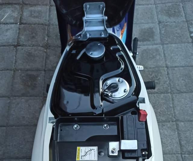 Bagasi bawah jok dan tangki Restorasi Satria 120R Biru Putih