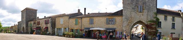 Vista panoramica sulla bastide di Monpazier