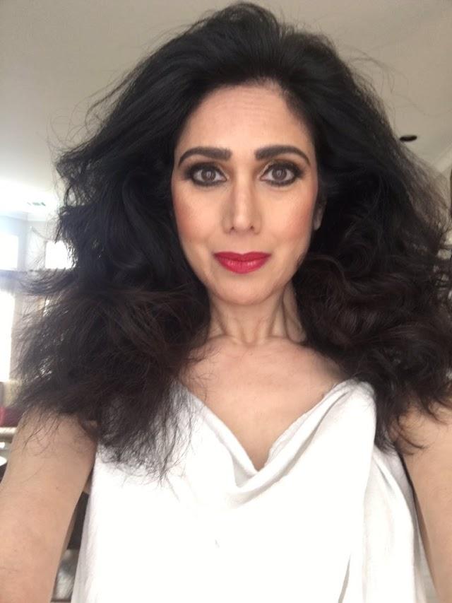 सौंदर्याला काळाचा शाप: या अभिनेत्रीला आपण ओळखता का? असे म्हणण्याची वेळ      Do you know this actress, Is it Minakshi Sheshadri?