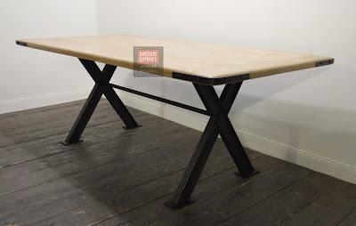 Table industrielle sur mesure pied métal en X
