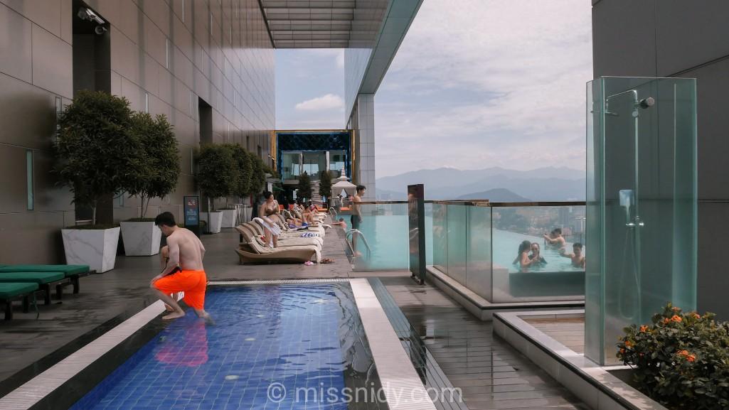 kolam renang anak the face suites