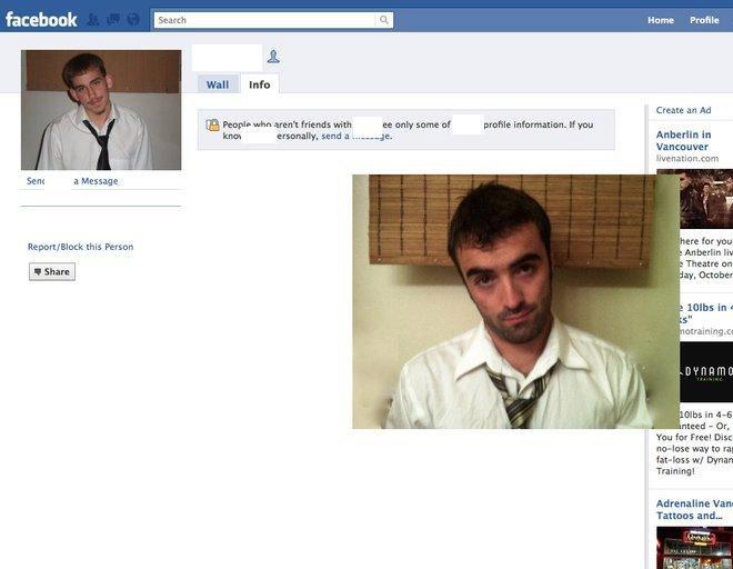 Hombre que imita perfiles en facebook.