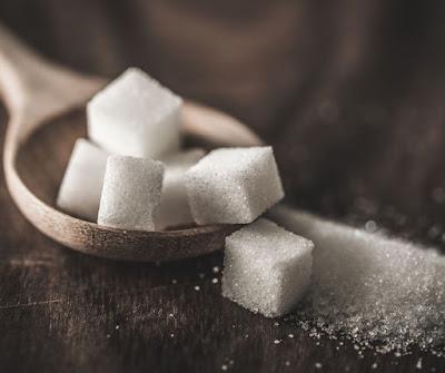 Hindari terlalu banyak menkonsumsi gula