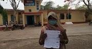 खजुराहो थाना खेत्र के गांव में गरीब रैकवार महिला की जमीन पर जान से मारने की धमकी देकर दवंग ठाकुर कर रहे हैं कब्जा