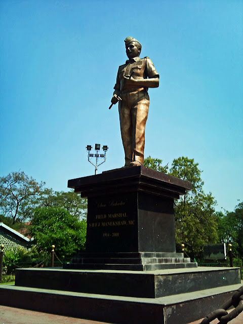closeup of Field Marshal Manekshaw statue in Pune
