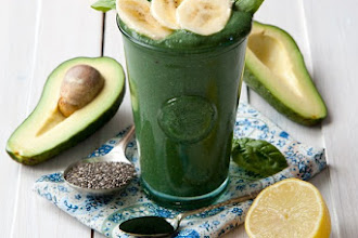 Smoothie antioxidant cu avocado si spirulina