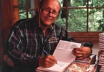 الكاتب جاكسون براون صاحب كتاب مميز بالأصفر