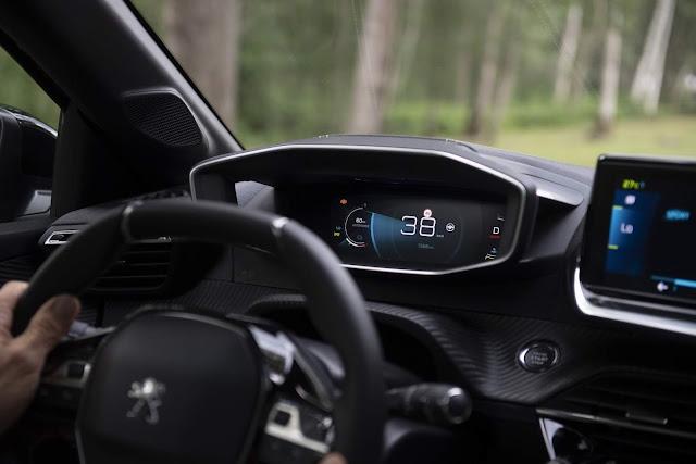 Novo Peugeot 208 2020 - painel