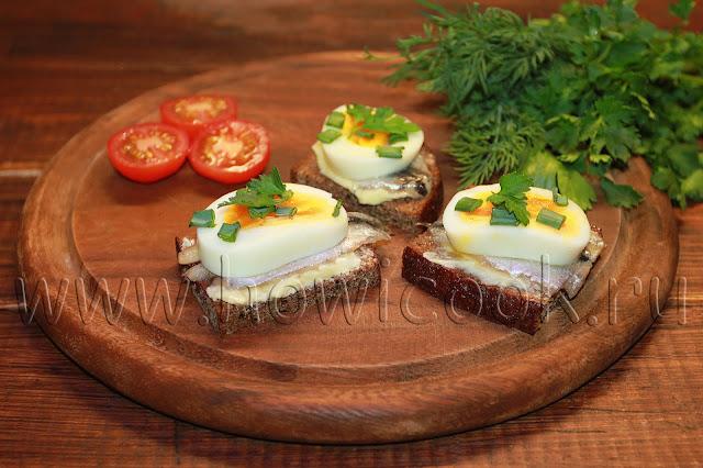 рецепт бутербродов с килькой и яйцом