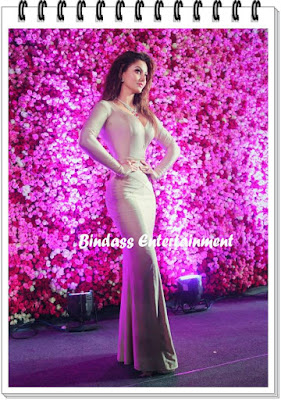 uravashi-rautela-in-lux-golden-rose-awards-3