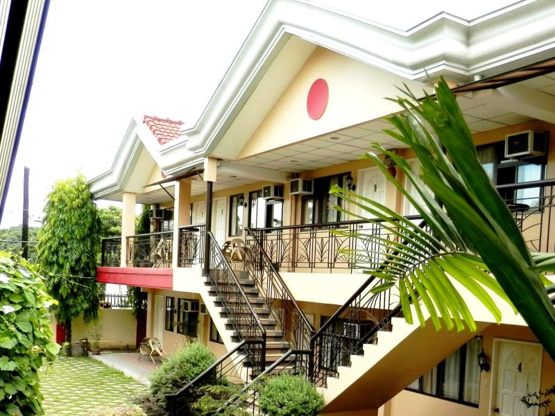 Davao hostels cheapest hotels or inns near ecoland bus - Apartelle in davao city with swimming pool ...