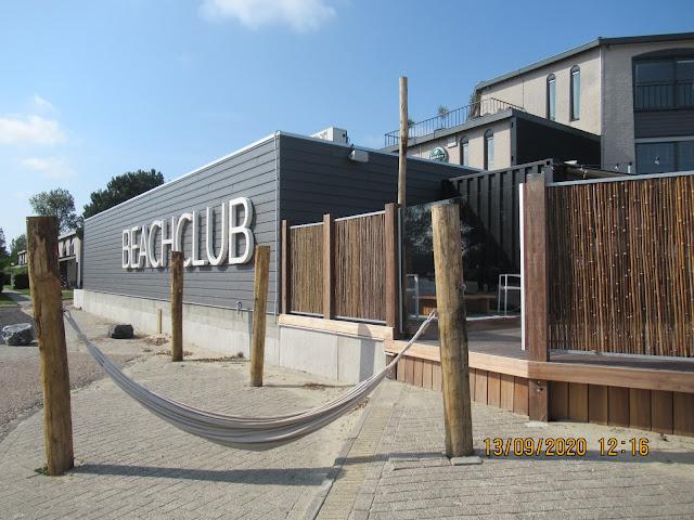 Der Beachclub auf dem Campingplatz Roompot Beach Resort in Kamperland