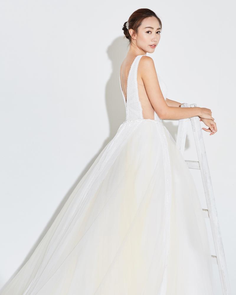 Carmaney Santiago baju pengantin putih model seksi hongkong
