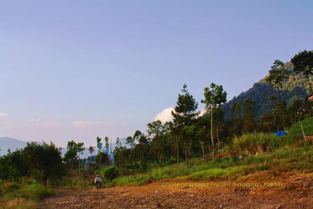 Kondisi jalan menuju Talaga Bodas dari arah Karaha Bodas (Kadipaten)