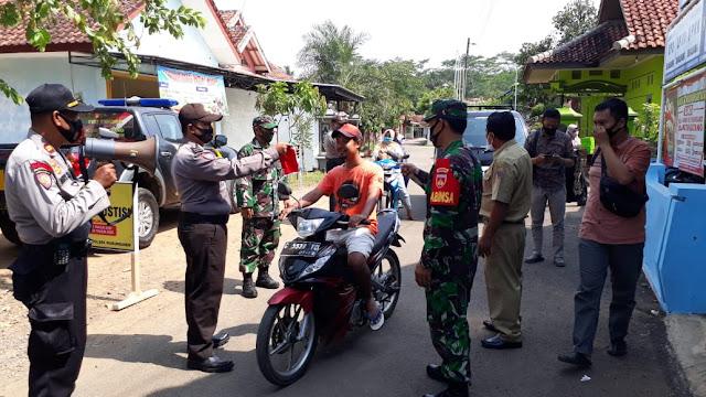 Polres Batang Bersama Petugas Gabungan Lakukan Ops Yustisi dan Menghimbau Masyarakat Patuhi Prokes Covid- 19