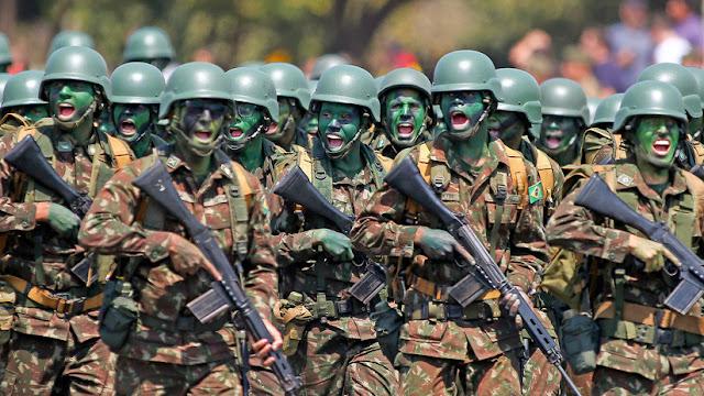 Bolsonaro dice que las Fuerzas Armadas de Brasil están preparadas para protestas como las de Chile