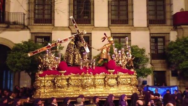 Las Cinco Llagas de Jerez quiere eliminar la banda de Cruz de Guía del Nazareno