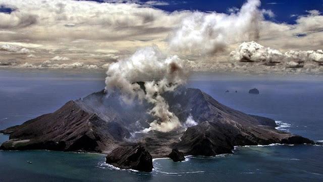 Ένας νεκρός και δεκάδες τραυματίες από έκρηξη ηφαιστείου στη Νέα Ζηλανδία