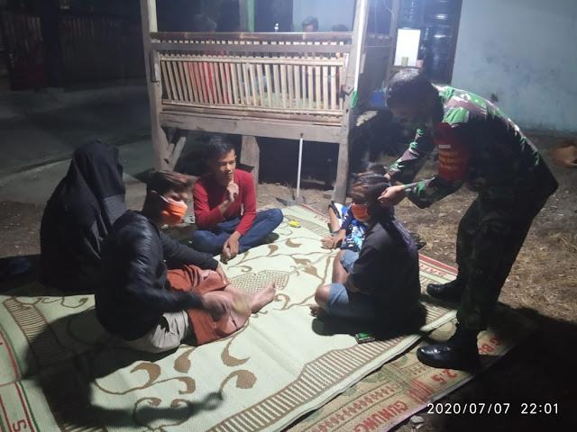 Terapkan Protokol Kesehatan Babinsa Wonosari Lakukan Patroli