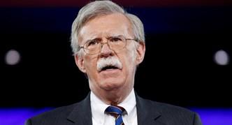 بولتون يعلن تمديد الإعفاءات من العقوبات المفروضة على إيران