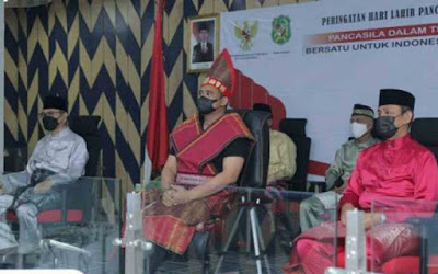 Wali Kota Medan Ikuti Upacara Peringatan Hari Lahir Pancasila, Berpakaian Adat  Batak Toba