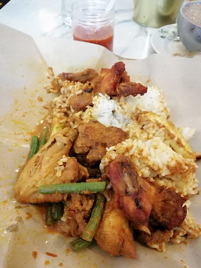 Makan di Stesen Kota Bharu