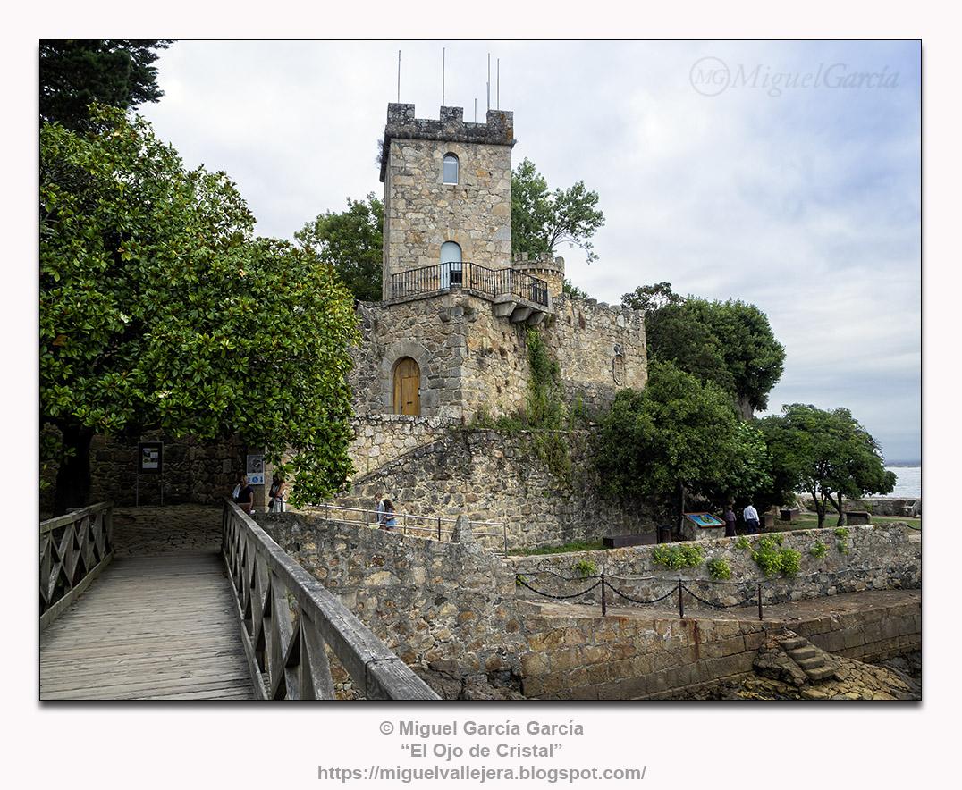 A Illa do Castelo, O Porto de Santa Cruz, Oleiros ( A Coruña)