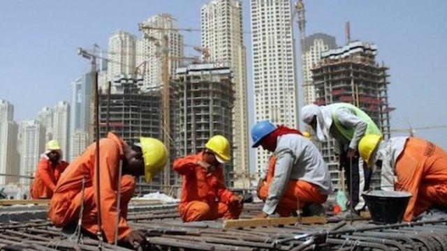 السعودية تعتزم مراجعة المقابل المالي والرسوم على العامل الوافد