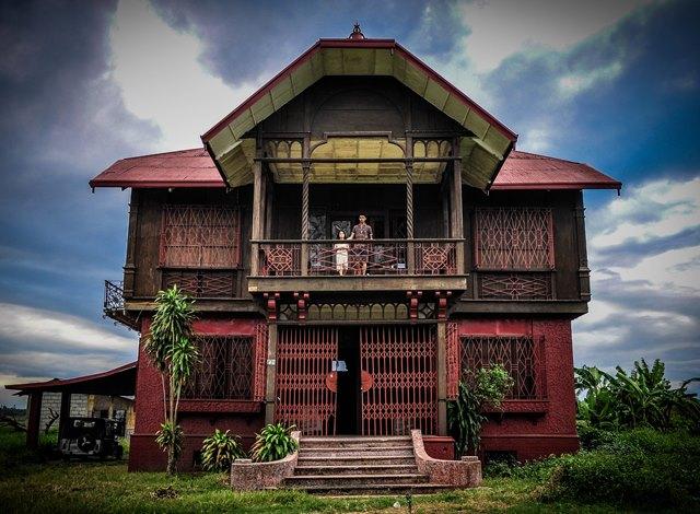 little girl of Bahay na Pula