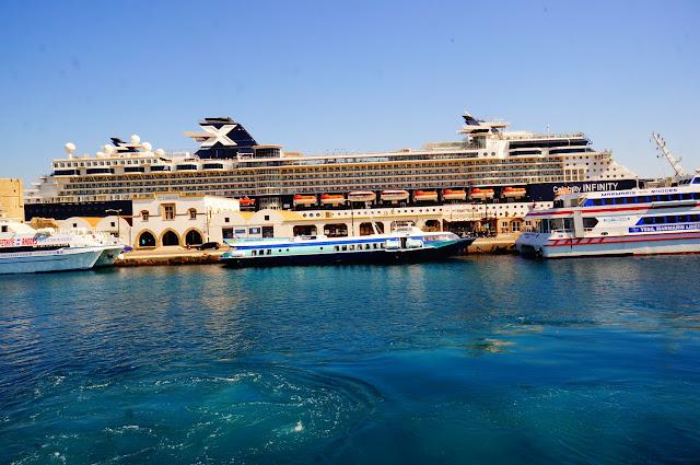 Celebrity Infinity в порту Родоса