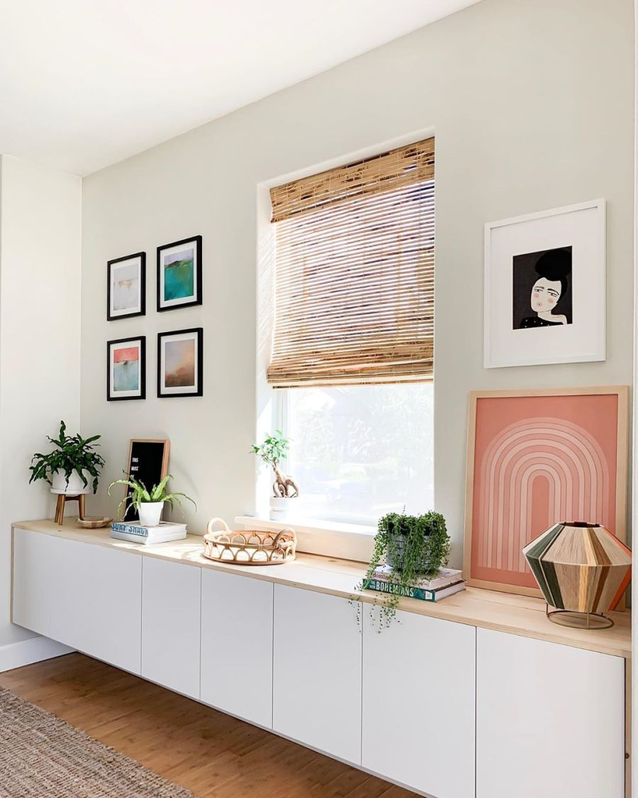 Dom wypełniony światłem, wystrój wnętrz, wnętrza, urządzanie domu, dekoracje wnętrz, aranżacja wnętrz, inspiracje wnętrz,interior design , dom i wnętrze, aranżacja mieszkania, modne wnętrza, home decor, styl klasyczny classy style, styl Hamptons, open space, otwarta przestrzeń, otwarty plan, szafka wisząca, zabudowa pod oknem, meble